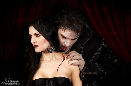 Mattias Savage Wilmenius, Tallee Savage, Vampire