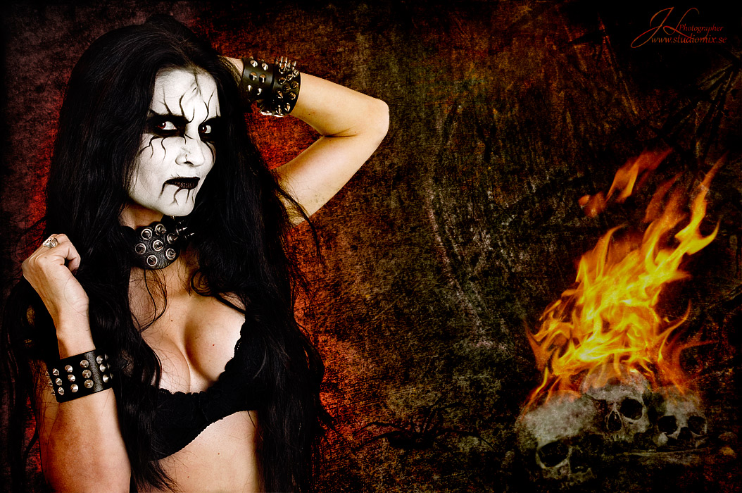 golie-metal-devushki