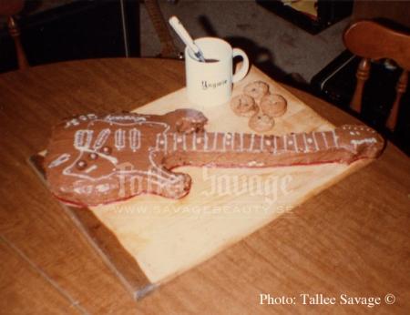 yngwie-bday-guitar-cake2